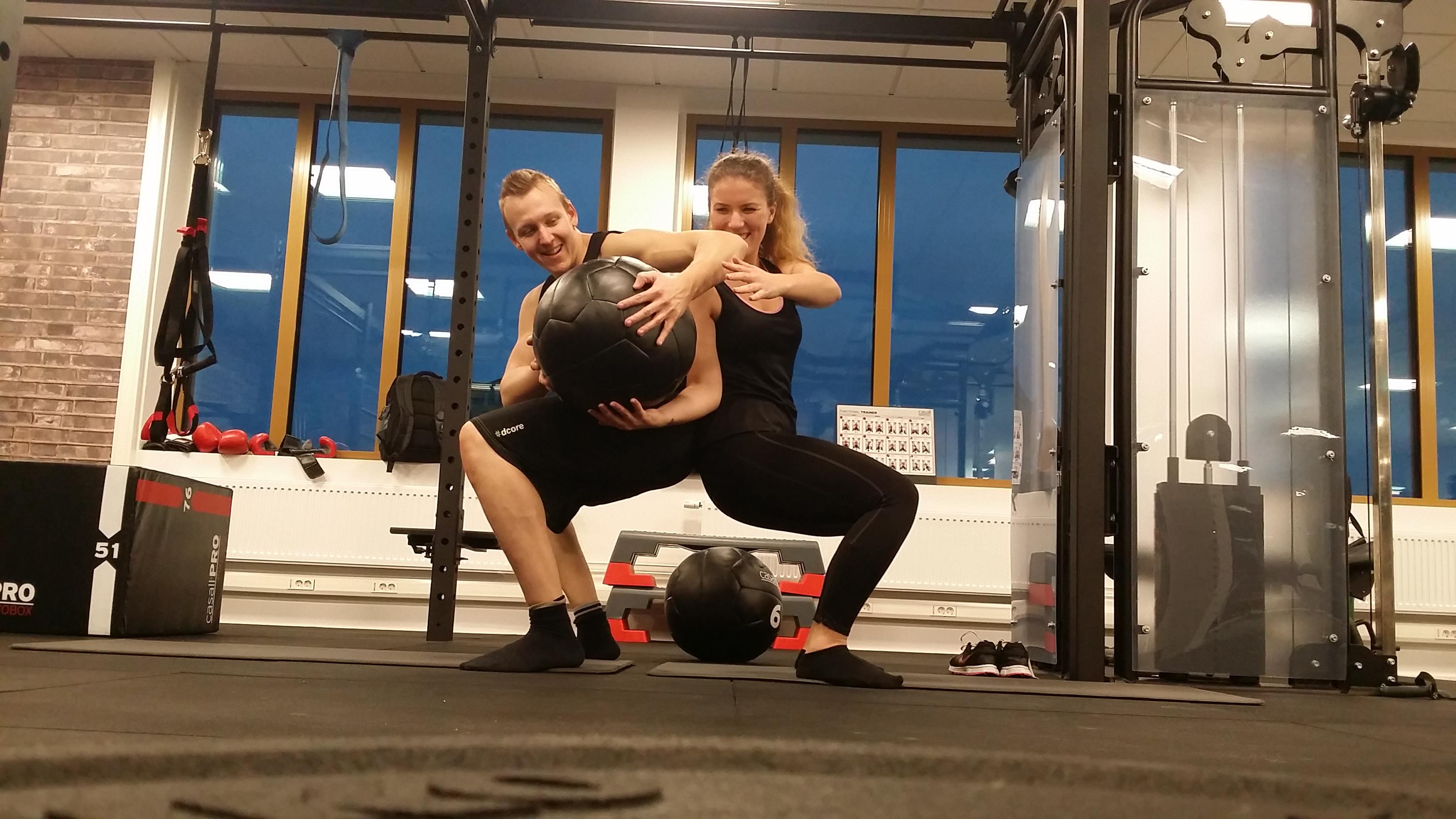 Parövning knäböj flytta boll
